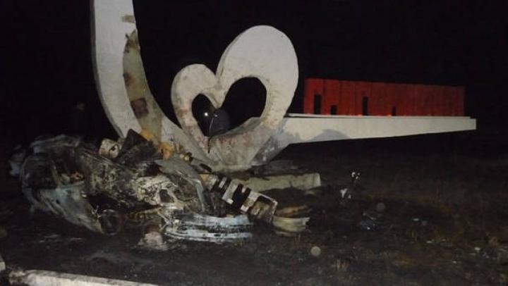 TERIFIANT! Trei tinere au murit într-un accident rutier GROAZNIC! Maşina a luat foc (FOTO)