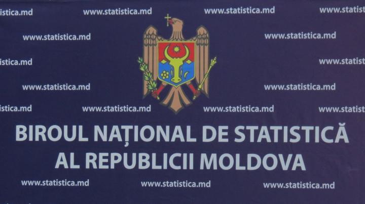 Flashmob cu un drapel imens în faţa Biroului Naţional de Statistică