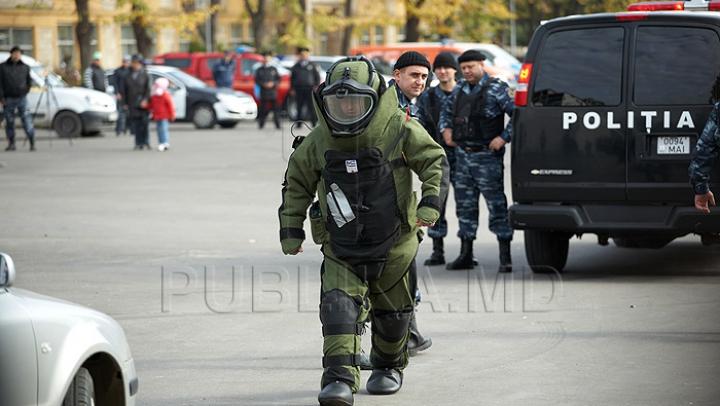 ALERTĂ cu BOMBĂ în Piaţa Marii Adunări Naţionale. ANUNŢUL oamenilor legii