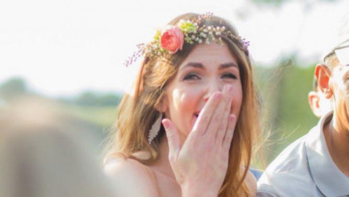 Surpriză de PROPORŢII! Un cuplu a avut şoc când a văzut un oaspete NEPOFTIT la nunta lor