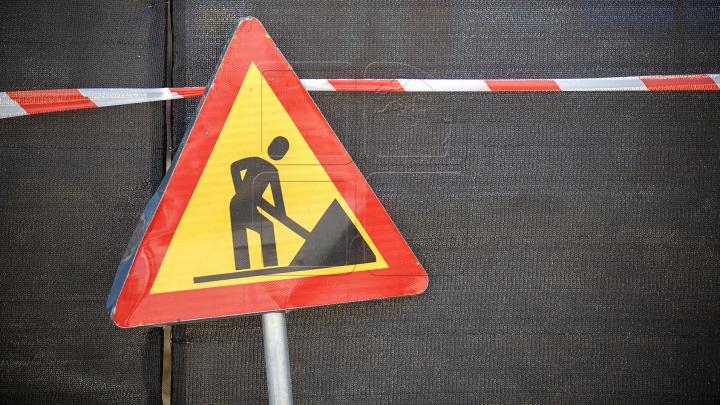 VIRAL! De câţi muncitori este nevoie pentru a repara o groapă? IMAGINEA care îţi va oferi răspunsul