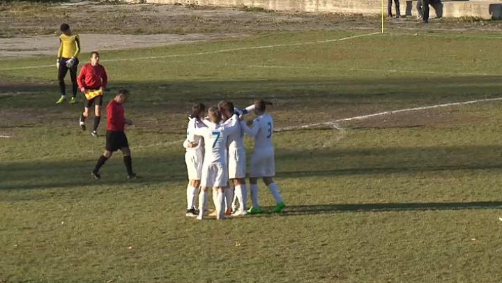Nebunie la Sângerei. Suporterii au făcut spectacol la meciul dintre FC Spicul Chişcăreni şi Academia