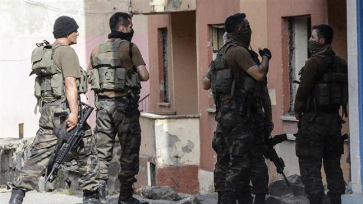 Reţineri în Turcia. Zeci de bărbaţi, încătuşaţi pentru bănuieli că ar fi membri ai Statului Islamic