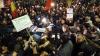 S-a ţinut de cuvânt! Klaus Iohannis a mers în mijlocul protestatarilor de la Bucureşti