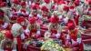 MÂNCARE PENTRU CEI SĂRACI. Mii de oameni din Coreea de Sud au gătit în plină stradă bucate gratis