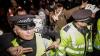 """""""Marş anonim"""" la Londra: Poliţişti răniţi, protestatari arestaţi"""