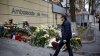 Moldovenii, solidari cu poporul francez: Depuneri de flori la Ambasada Franţei şi slujbă la Catedrală