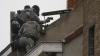 Atacul de la Paris: Cinci oameni arestați, al șaselea sinucigaş identificat şi declaraţia Federicăi Mogherini