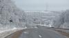 În nordul ţării a venit iarna! Stratul de zăpadă i-a pus la încercare pe mai mulţi şoferi