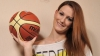 UIMITOR! O tânără joacă din nou baschet după ce şi-a pierdut un picior într-un accident rutier