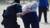 A LUAT MITĂ DE PESTE 2.000 de EURO. Un executor judecătoresc, reţinut în flagrant delict (VIDEO)