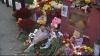 Lacrimi şi flori în faţa Ambasadei Rusiei. Mai mulţi oameni au comemorat victimele catastrofei din Egipt