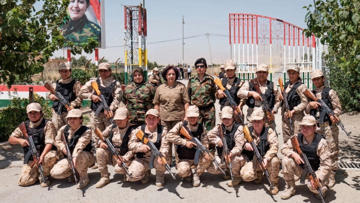 """""""Ei ne violează, noi îi ucidem!"""" Fetele Soarelui din Irak au declarat RĂZBOI DESCHIS Statului Islamic"""