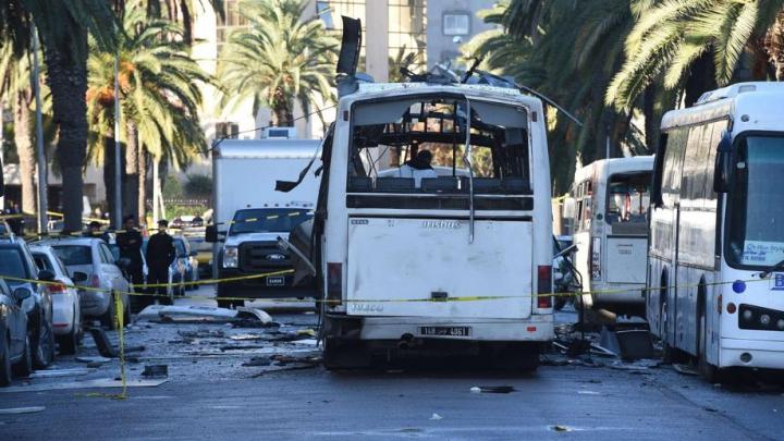Gruparea Statul Islamic a revendicat atentatul din Tunisia, soldat cu 13 morţi