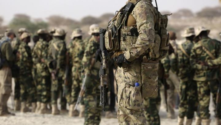 Armata americană ar putea trage asupra migranţilor care încearcă să intre ilegal în SUA