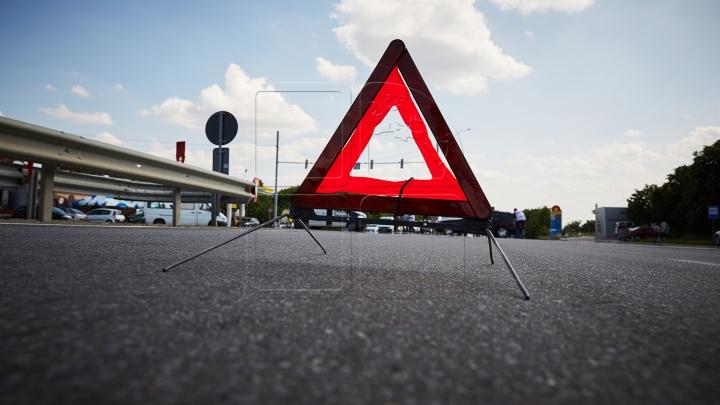 ACCIDENT GRAV la Şoldăneşti! Un şofer A MURIT după ce maşina în care se afla s-a răsturnat într-o râpă