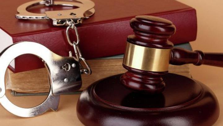 Doi ofiţeri de investigaţii, pe banca acuzaţilor. Au luat mită de MII DE EURO şi au distrus probe