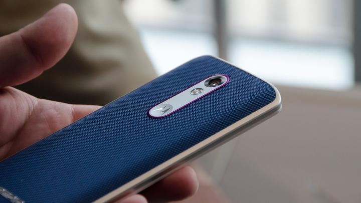 Cum arată primul smartphone care a rezistat loviturilor unui ciocan (VIDEO)
