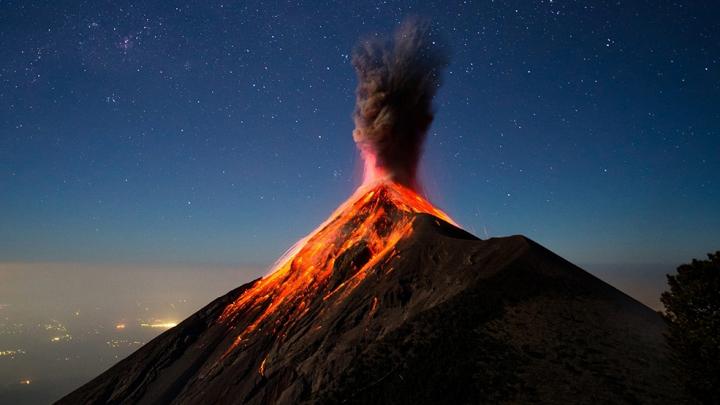 Guatemala se află sub amenințare. Activitatea vulcanului Fuego s-ar putea intensifica