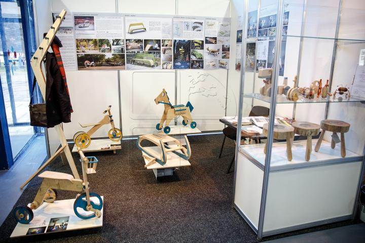 Moldovenii, inventivi. Cărucioare electrice și roboţi fabricaţi din deşeuri la o expoziție din Capitală (FOTOREPORT)