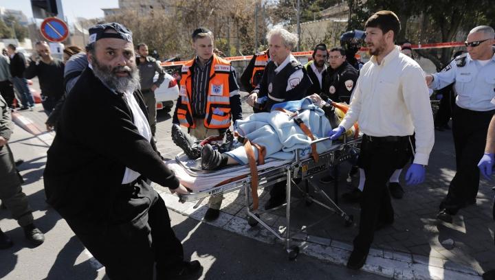 Un adolescent palestinian, împuşcat mortal după ce a înjunghiat un poliţist