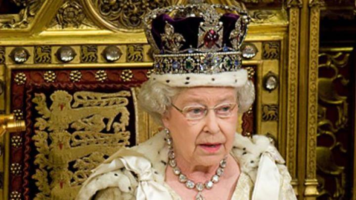 Biletele pentru ceremoniile zilei de naştere a reginei Elisabeta a II-a s-au vândut ca pâinea caldă