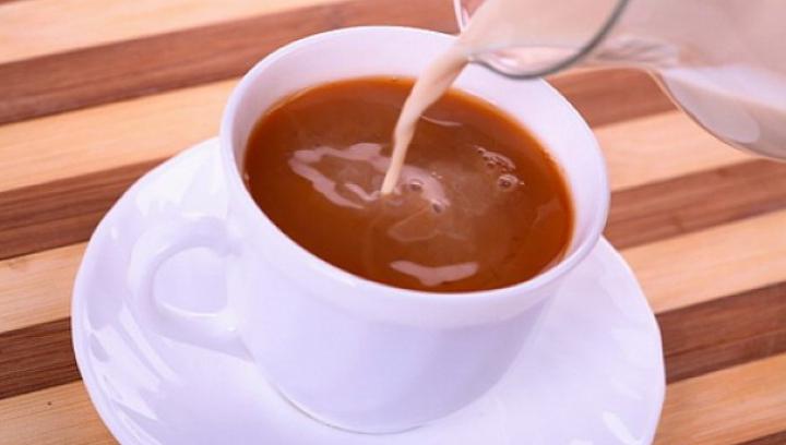 Medicina tradiţională: Laptele crud amestecat cu ceai are efect uimitor asupra organismului
