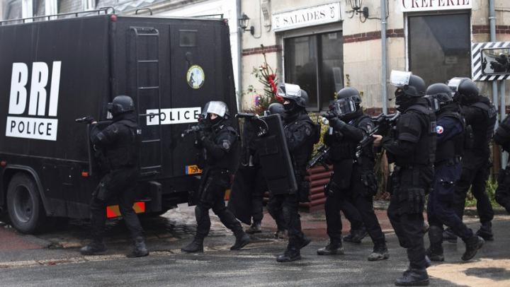 Tensiune în Franța! Poliția a intervenit cu gaze lacrimogene