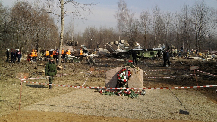 Polonia, gata să dea în judecată Rusia: Ar tergiversa ancheta în cazul accidentului aviatic de la Smolensk
