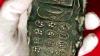 """Poza unui telefon mobil """"vechi de 800 de ani"""" a declanșat o ISTERIE pe Internet"""