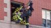Misiune de salvare inedită! O femeie de 270 de kilograme a fost scoasă cu macaraua de la etajul 3 (FOTO)