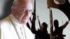 AMENINŢAT de ISIS! Papa Francisc refuză să poarte vestă antiglonţ şi să facă modificări la papamobil