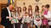 Atmosfera Sărbătorilor de Iarnă. Funcţionarii de la Primăria Chişinău au primit colindători (VIDEO)
