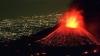 """Etna împroaşcă foc, fum şi cenuşă, dar anume aceasta îl face atractiv pentru """"turiştii vulcanici"""" (VIDEO)"""