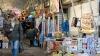 ILEGALE, dar uşor de găsit! Comercianţii vând fără jenă petarde în pieţele din Capitală