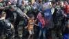 Ciocniri VIOLENTE între migranţi şi poliţie la frontiera Macedoniei cu Grecia
