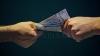 Moldovenii au bani... pentru mită! Clasamentul domeniilor în care au fost date cele mai mari șpăgi