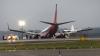 La un pas de TRAGEDIE! O aeronavă cu 138 de pasageri la bord a deviat de pe pistă