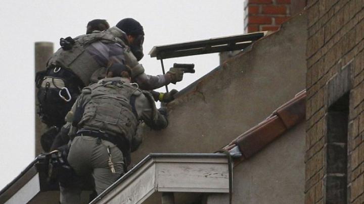 Orgie sexuală într-o secție de poliție din Bruxelles în timpul asediului ANTITERO