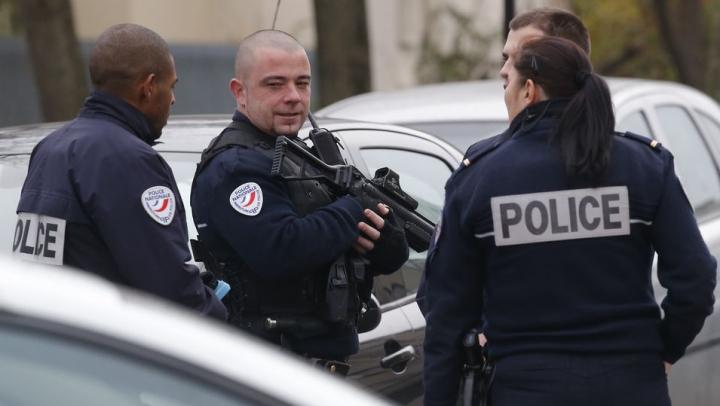 Atentatele teroriste din Franţa. Forţele de ordine au reţinut un presupus complice al jihadiştilor
