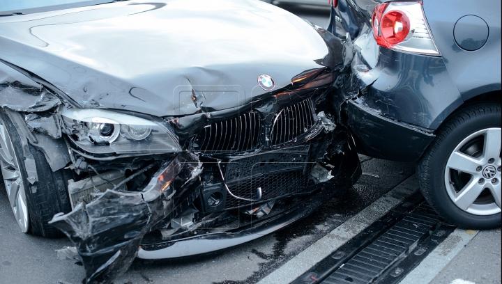 NU E GLUMĂ! O mașină a sunat singură la poliție după un accident rutier