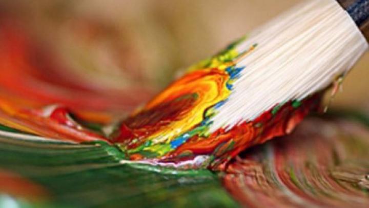 """Magia Crăciunului """"a prins culoare"""" pentru micuţul pictor din satul Cucoara"""