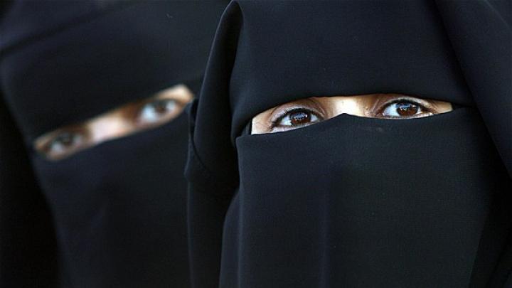 Poliția pakistaneză s-a autosesizat. Un grup de femei înstărite ar sprijini Statul Islamic