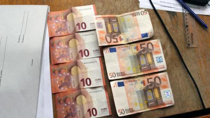 Un bărbat i-a propus 190 de euro unui poliţist. Cum a reacţionat omul legii (VIDEO)