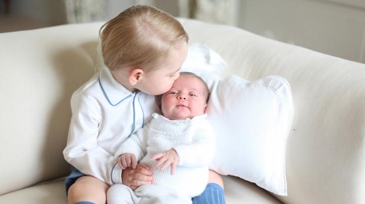 Moș Crăciun a venit mai devreme la Casa Regală. Ce cadouri au primit prințesa Charlotte și prințul George