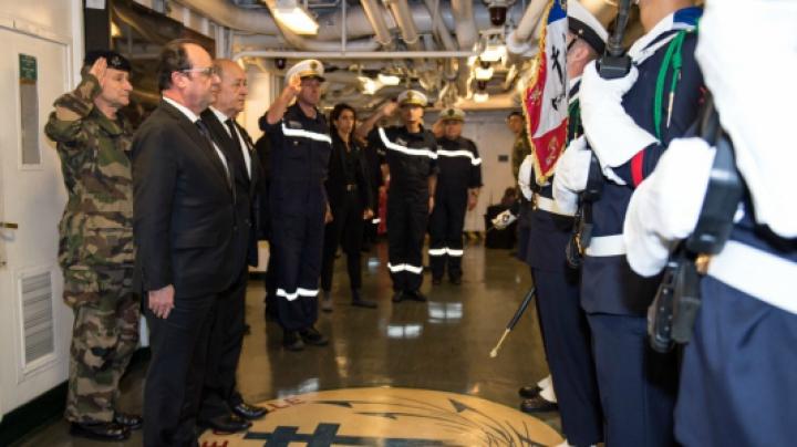 François Hollande a vizitat portavionul Charles-de-Gaulle care va ajunge în Golf în câteva zile (VIDEO)
