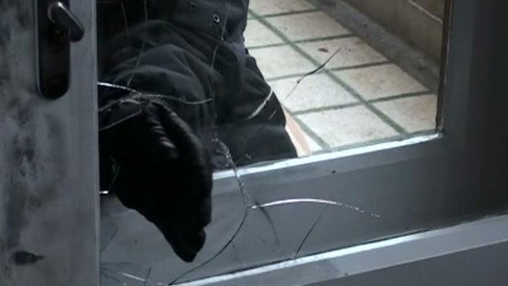 FURT ÎN PROPORŢII DEOSEBIT DE MARI. Ce au descoperit poliţiştii acasă la un moldovean (FOTO)