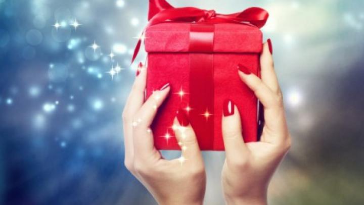 EMOŢIONANT! Cum au primit daruri în cizmuliţe micuții de la Centrul de plasament din Olăneşti