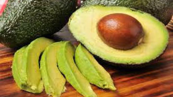 Avocado, fructul minune pentru sănătate şi frumuseţe. Reţete naturiste care îţi vor prinde bine