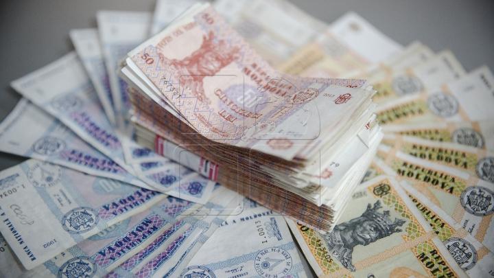 O grupare criminală a sustras de pe carduri bancare peste 2.000.000 de lei. Cum funcţiona schema
